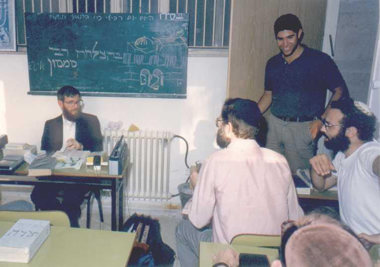 Rabbi_Samson_classroom